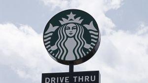 Starbucksin kahviloissa luovutaan muovipilleistä.