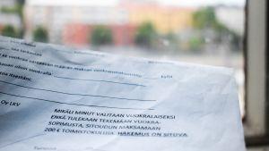 Vuokrahakemus, jossa pyydetään sitoutumaan toimistomaksuun.