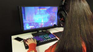 Tietokonepalaaminen joukkueessa imaisee helposti mukaansa pelin syövereihin.