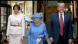 Kuningatar Elisabet otti Yhdysvaltain presidenttiparin vastaan Windsorin linnassa.