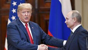 Donald Trump ja Vladimir Putin tiedotustilaisuudessa Helsingissä 16. heinäkuuta.