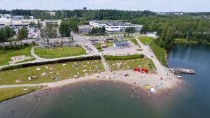 Ilmakuva Vantaan Kaupungin Vetokannaksen uimarannalta.