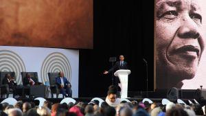 Barack Obama puhui Nelson Mandelan muistotilaisuudessa Johannesburgissa tiistaina. Obama on esiintynyt julkisuudessa harvakseltaan sen jälkeen, kun hän jätti Yhdysvaltain presidentin viran seuraajalleen Donald Trumpille.