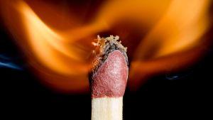 tulitikku tulessa