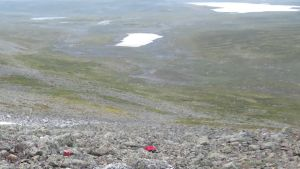 Norjalaistoimittajan ohjaama gyrokopteri putosi lauantai-iltana Jollanoaivin rinteelle Termisjärven pohjoispuolelle noin 20 kilometriä Kilpisjärveltä itään