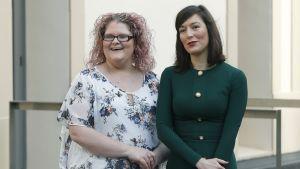 Brittiläinen Louise Brown (vasemmalla) maailman ensimmäinen koeputkivauva ja Espanjan ensimmäisen koeputkihedelmöityksen kautta syntynyt Victoria Perean (oikealla).