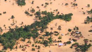 Ilmakuva tulvaveden valtaamasta alueesta Laosissa.