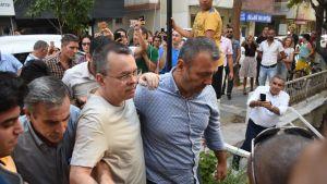 Yhdysvaltalaispastori Andrew Brunson siirrettiin vankilasta kotiarestiin Izmirissä 25. heinäkuuta  2018.