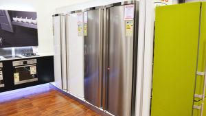 Jääkaappeja kaupassa.