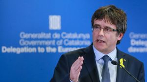 Carles Puigdemont lehdistötilaisuudessa