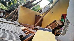 Maanjäristyksessä romahtanut talo.