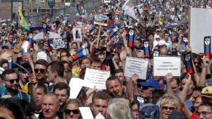 Eläkeiän nostamista vastustavia mielenosoituksia Moskovassa.