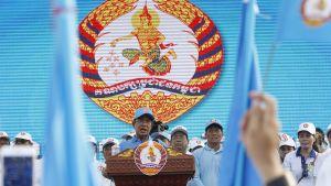 Hun Senin johtama Kambodzhan kansanpuolue voitti maan vaalit odotetusti.