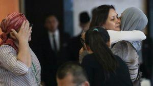 Lentokoneen mukana kadonneiden matkustajien omaiset pettyivät tutkimusraporttiin, joka ei valottanut syytä mysteerilennon kohtaloon.