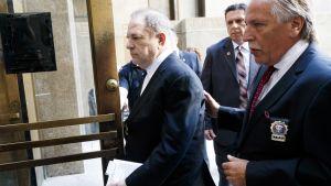 Harvey Weinstein saapumassa oikeuteen New Yorkissa 9. heinäkuuta.