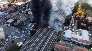 Ilmakuva onnettomuuspaikalta Bolognassa, Italiassa.