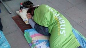Moni nukkui myymälän edustalla saadakseen erikoismuumimukin.