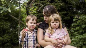 Julia Hakala synnytti molemmat lapsensa Oulaskankaalla.