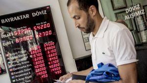 Valuutanvaihtopiste Istanbulissa 9. elokuuta.