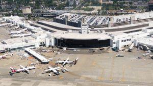 Ilmakuva Seattlen kansainvälisen lentokentän Sea-Tacin pääterminaalista