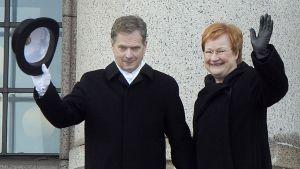 Sauli Niinistö ja presidentti Tarja Halonen.