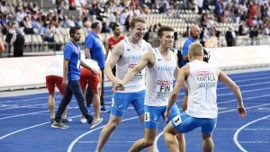 Suomen miesten viestijoukkue kuvassa