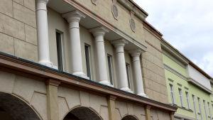 Zsar-ostoskylän rakennustyömaan yksityiskohta