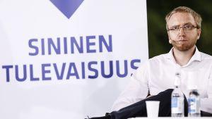 Sinisen tulevaisuuden eduskuntaryhmän puheenjohtaja Simon Elo Sinisen tulevaisuuden puoluepäivä tapahtumassa SuomiAreenassa Porissa 20. heinäkuuta.