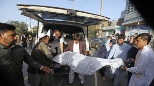 Kabulissa siirretään pommi-iskun uhreja