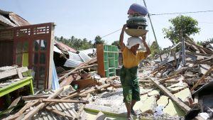 Maanjäristyksen aiheuttamia tuhoja Bangsalin kylässä, Lombokin saarella 10. elokuuta.