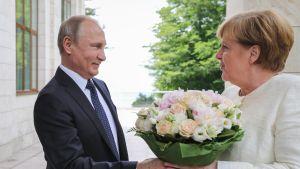 Vladimir Putin ja Angela Merkel