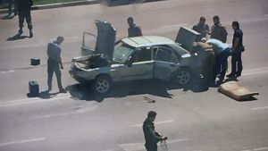 Poliisiviranomaisia tapahtumapaikalla Groznyissa.