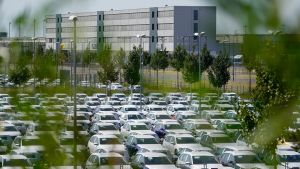 Tiedotusvälineiden mukaan Volkswagen on vuokrannut noin 8 000 pysäköintipaikkaa Berliinin lentoterminaalin ympäristöstä.