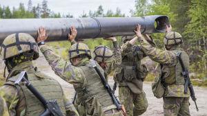 Puolustusvoimat valmiusjoukot armeija varusmiehet harjoitus yhteistyö