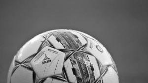 mustavalkoinen jalkapallo