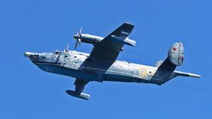 Beriev Be-12 -kone ilmassa.