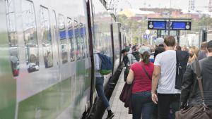 Juna lähdössä Helsingistä.