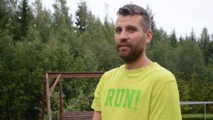 Asentaja Mika Toroi oli ensimmäisten joukossa auttamassa Kuopion bussiturman osallisia.
