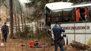 Neljä ihmistä kuoli ja noin 40 loukkaantui bussiturmassa valtatie 140:llä Heinolassa huhtikuussa vuonna 1999.