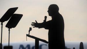 John McCain kampanjoimassa vuonna 2008.