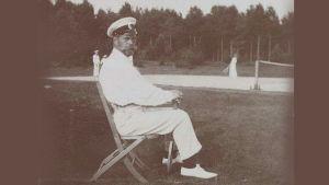 Nikoila II tenniskentällä