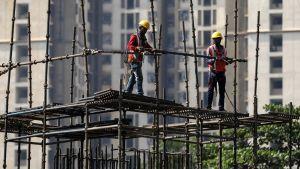Intialaisia rakennusmiehiä Mumbaissa.