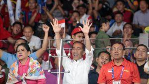 Indonesian presidentti Joko Widodo seurasi Aasian mestaruuskisoja katsomossa.