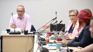SAK:n puheenjohtaja Jarkko Eloranta ja PAM:n puheenjohtaja Ann Selin kuvattuna ennen SAK:n hallituksen kokousta Helsingissä 3. syyskuuta.