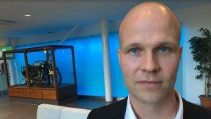 Rehtori Turo Kilpeläinen.