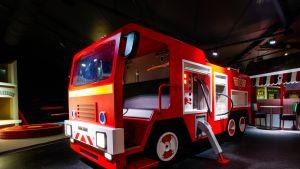 Hollanissa sijaitsevassa MattelPlay-teemapuistosta on muun muassa Palomies Samin osasto. Osaston suunnittelussa Fantasia Works oli mukana.