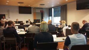 Turun kaupungin pysäköintimittareihin kohdistuvaa kavallusepäilyä koskeva oikeudenkäynti alkoi Varsinais-Suomen käräjäoikeudessa 4.9.2018.