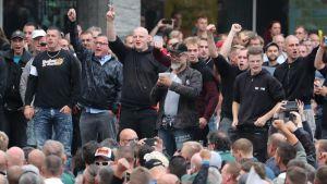 Äärioikeisto protestoi Chemnitzissä 27. elokuuta.