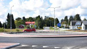 Länsiväylän liikenneympyrä Porissa.