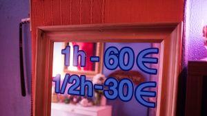 Hieronnan tuntihinta on noin 60 euroa. Sen lisäksi tarjotaan yleisesti erilaisia seksipalveluita, joista asiakas maksaa erikseen.
